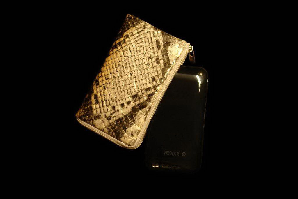 Apple iPhone 3G 16gb Black Platinum Gold 777 with Snake Python Mobile Case